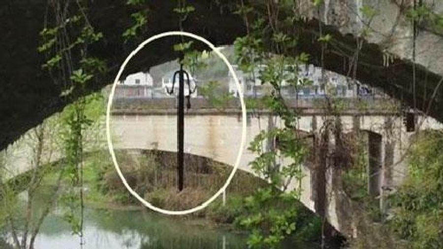 Lật tẩy bí ẩn kiếm rồng treo dưới gầm cầu có lịch sử 170 năm