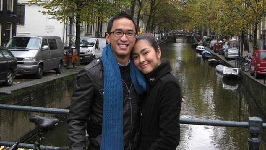 Tăng Thanh Hà khoe ảnh tình tứ cạnh ông xã doanh nhân, mừng kỷ niệm 12 năm bên nhau