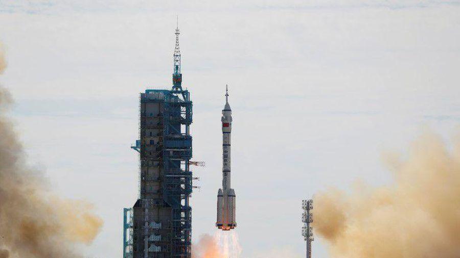 Trung Quốc phóng tàu vũ trụ có người lái vào không gian