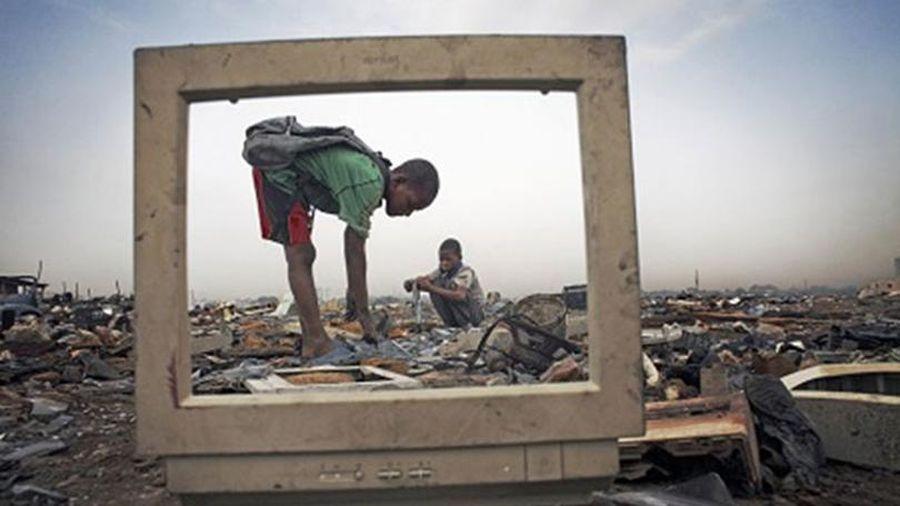 Bảo vệ trẻ em trước rác thải điện tử