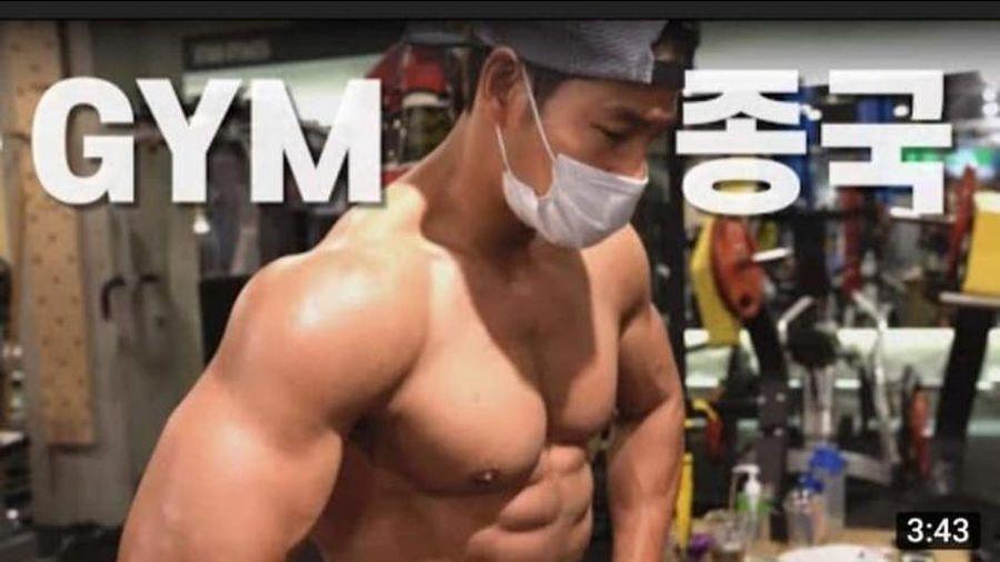 'Người năng lực Running Man' Kim Jong Kook nhận nút bạc Youtube chỉ sau 1 ngày thành lập