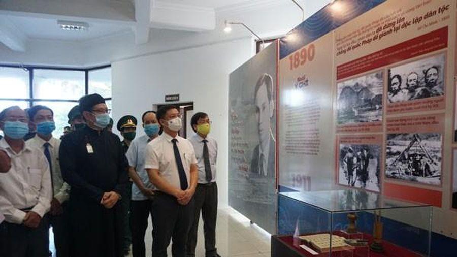 Thừa Thiên Huế: Khai mạc triển lãm chuyên đề 'Người đi tìm hình của nước'