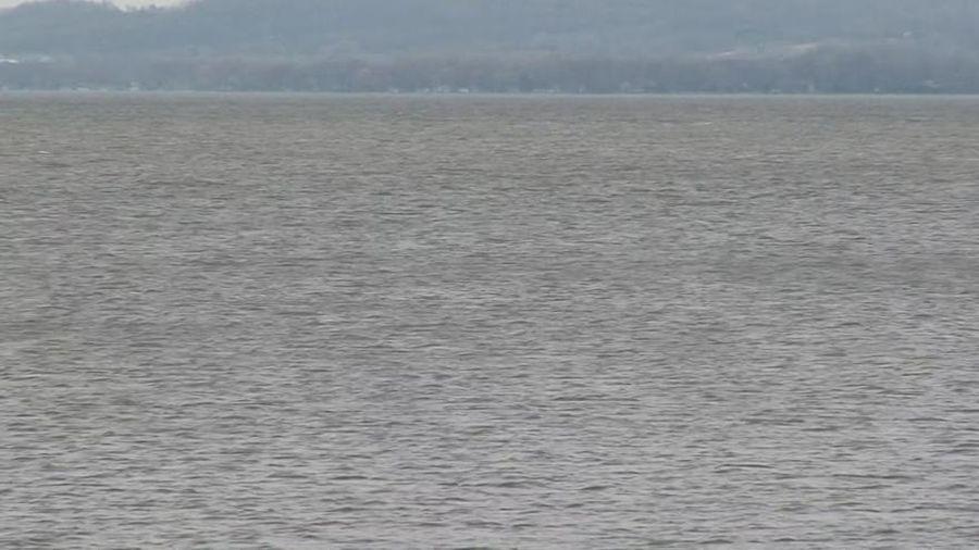 Đang thử nghiệm thiết bị dò sóng âm, kỹ sư phát hiện bí ẩn chết chóc ở hồ nước