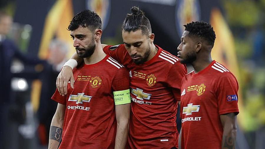 Manchester United lỗ nặng