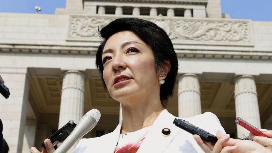 Chạy chức cho vợ, cựu bộ trưởng Nhật Bản bị phạt 3 năm tù