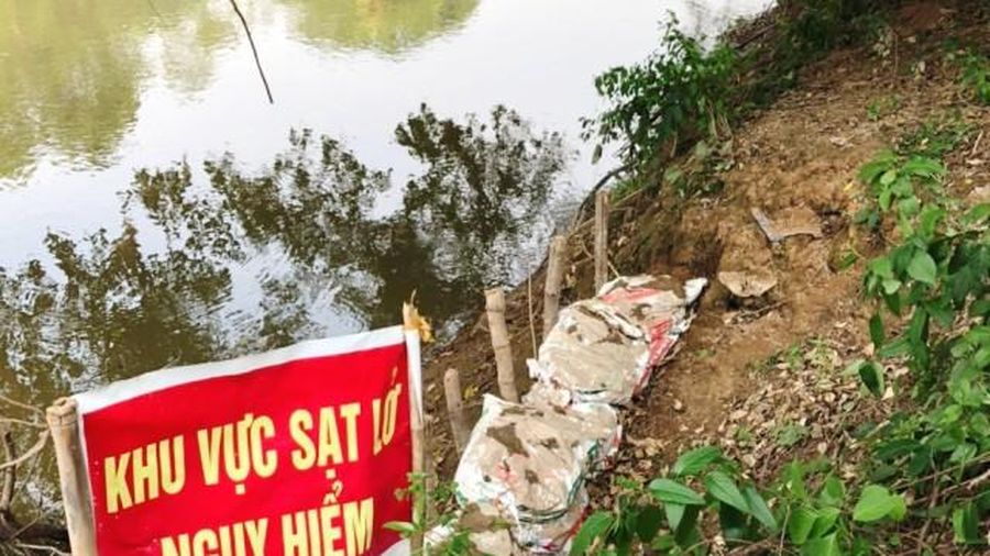 Huyện Chương Mỹ: 40 hộ dân sống chung với nỗi lo sạt lở ven sông Bùi