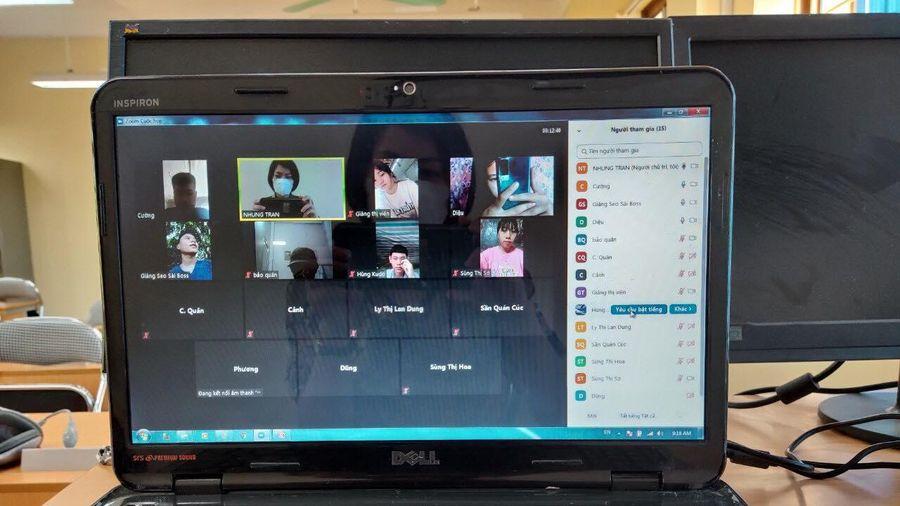 Lào Cai có ca nghi nhiễm cộng đồng, khẩn cấp chuyển HS lớp 12 sang ôn thi trực tuyến