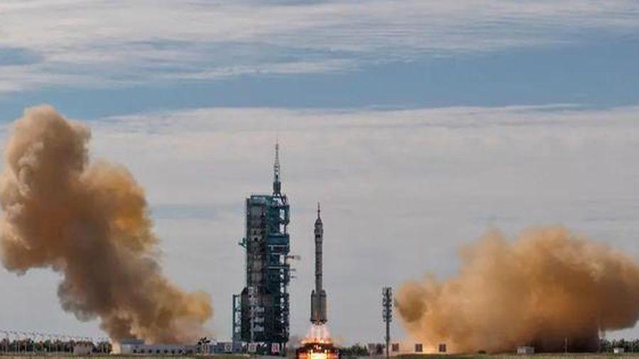Trung Quốc đưa phi hành gia lên trạm vũ trụ, làm nóng cuộc chạy đua không gian với Mỹ