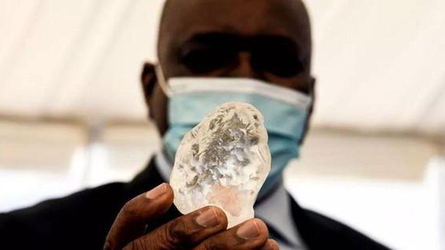 Tìm thấy viên kim cương lớn thứ ba thế giới