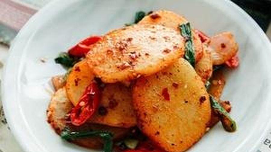 Chỉ 15 phút có ngay món khoai tây xào Tứ Xuyên ngon đậm đà, đổi vị cơm nhà thêm hấp dẫn