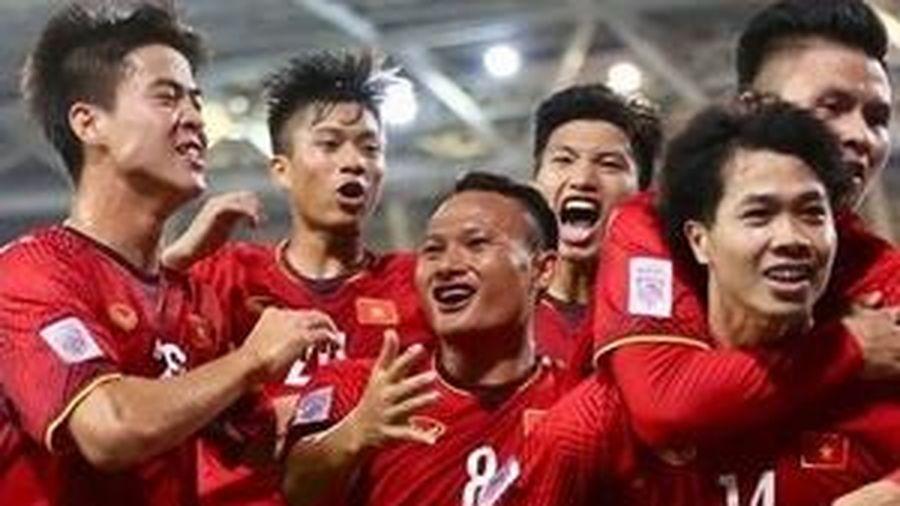 Các cầu thủ tuyển Việt Nam vừa về nước, cư dân mạng tìm ra chi tiết cực thú vị dịp Tết này, ai cũng thích vừa cắn hạt dưa xem bóng đá