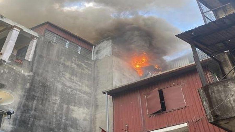 Kịp thời khống chế đám cháy tầng tum ngôi nhà 4 tầng phố Lương Yên