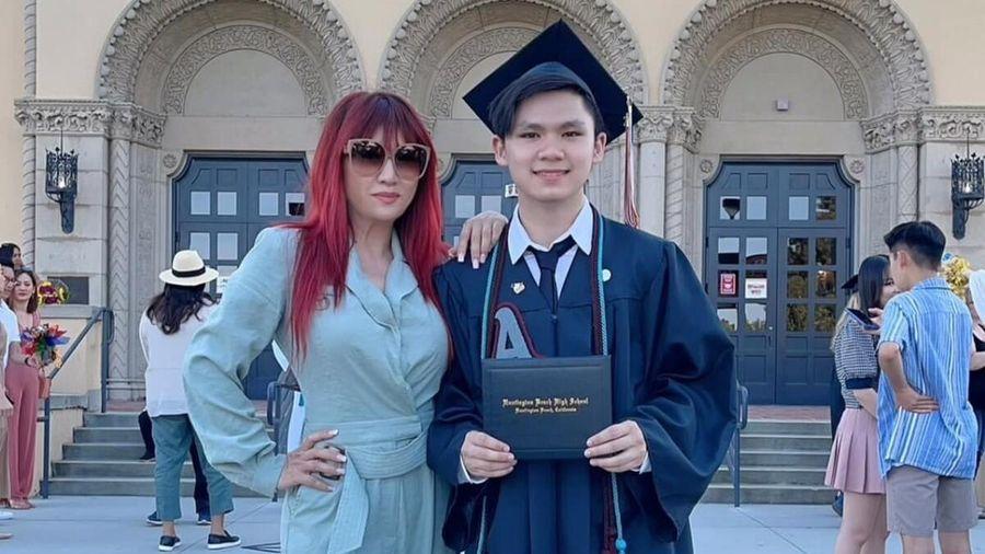 Con trai ca sĩ Bằng Kiều tốt nghiệp, dân tình xuýt xoa: Học vấn đỉnh mà lại còn đẹp trai!