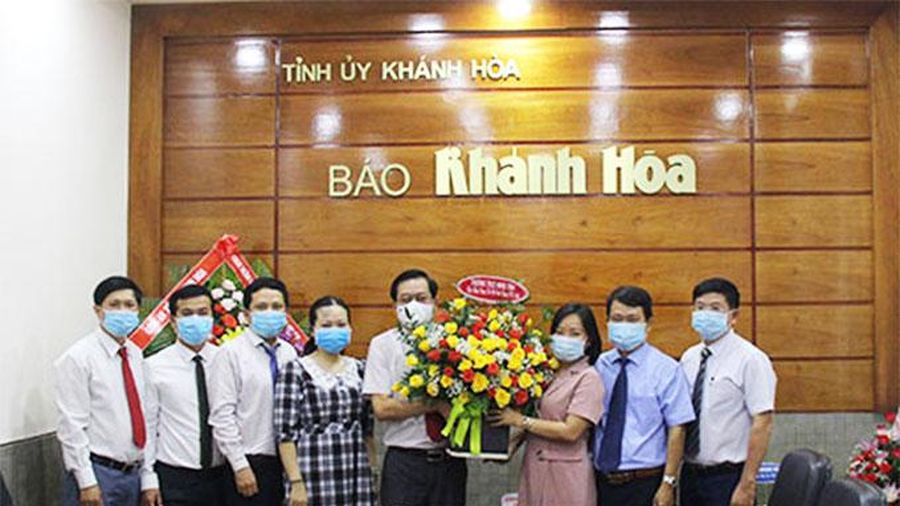 Thường trực HĐND tỉnh Khánh Hòa thăm, chúc mừng Báo Khánh Hòa