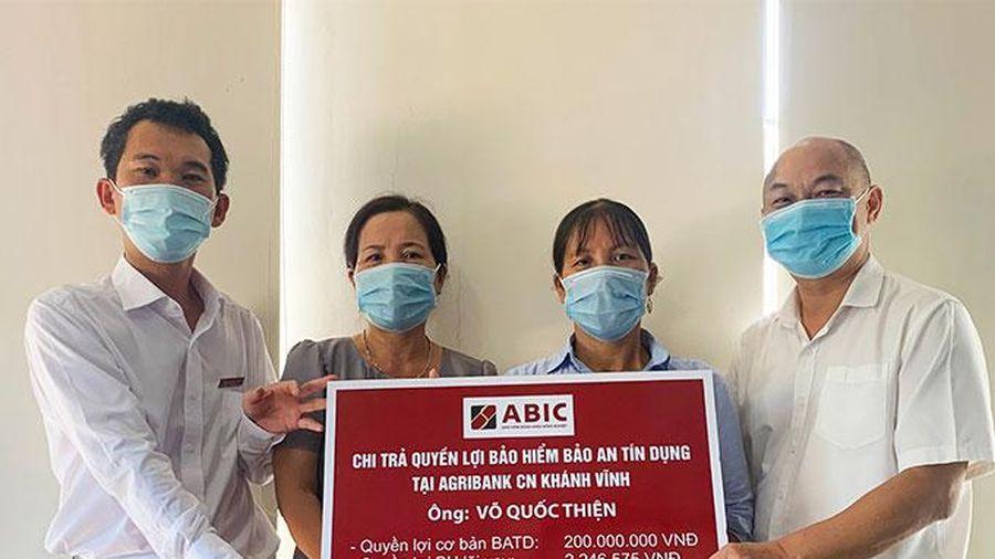 Agribank Khánh Hòa phối hợp với ABIC Khánh Hòa chi trả quyền lợi bảo hiểm Bảo an tín dụng cho khách hàng
