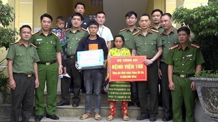 Từ chỉ đạo của Bộ trưởng Tô Lâm, cháu bé 6 tuổi mắc bệnh lạ được Bệnh viện 19-8 đón về Hà Nội chữa trị