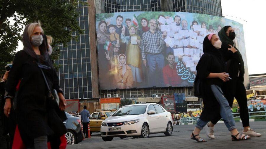 Cử tri Iran đi bỏ phiếu bầu cử tổng thống