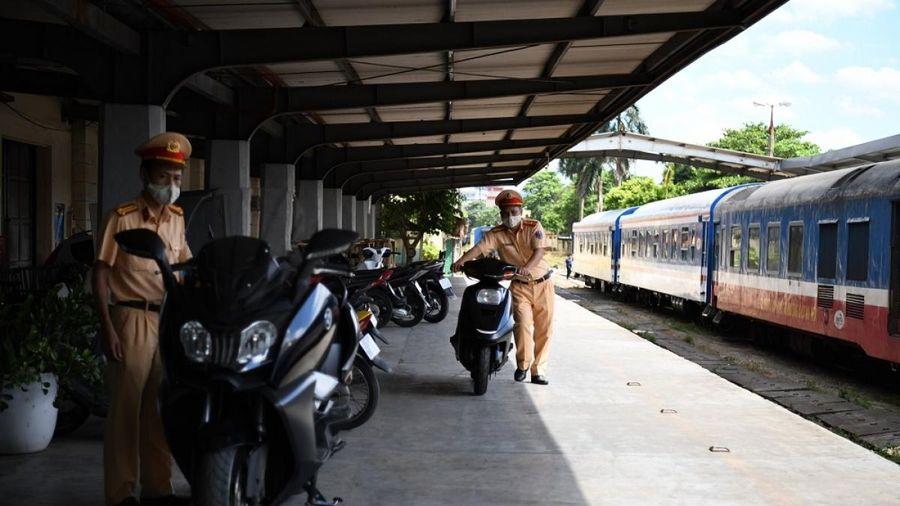 Cảnh sát giao thông thu giữ xe mô tô BMW 'lậu'
