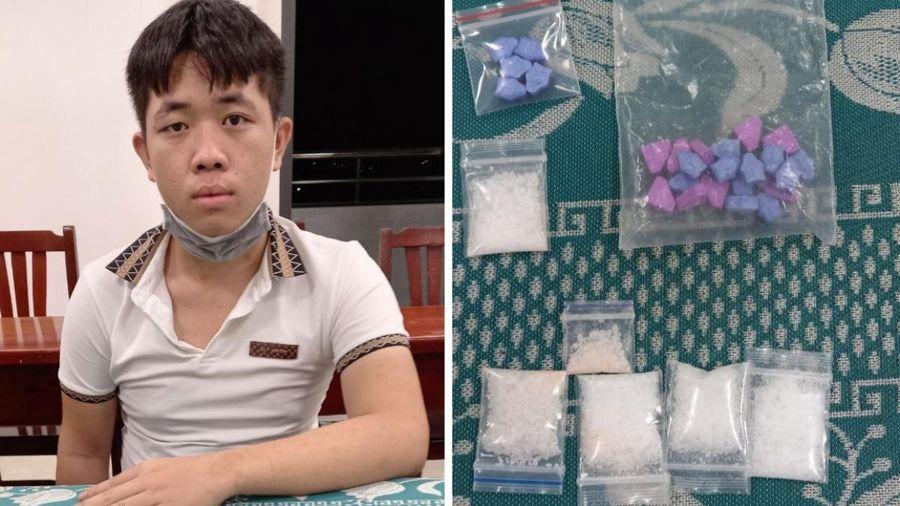 Bắt quả tang thanh niên 17 tuổi cùng gói ma túy trước nhà nghỉ