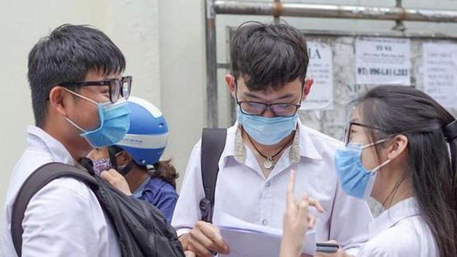 Điểm chuẩn xét tuyển tăng cao dù dịch bệnh, teen lo lắng điểm chuẩn đại học cũng khó giảm