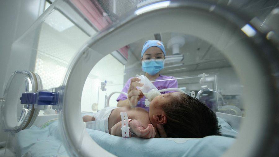 Trung Quốc cân nhắc xóa bỏ mọi hạn chế sinh con vào năm 2025