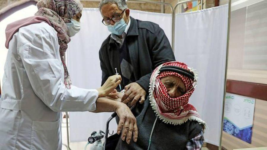 Palestine không nhận lô vaccine sắp hết hạn của Israel