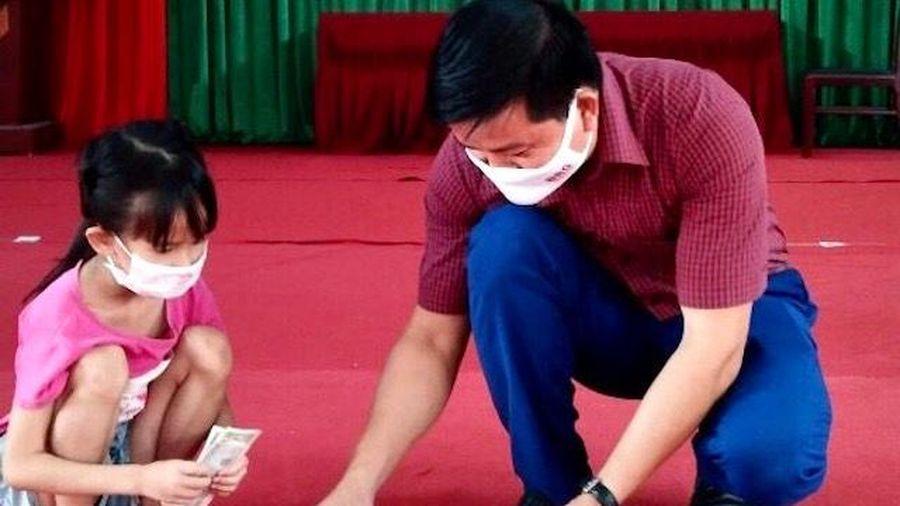 Huyện Sóc Sơn: Học sinh lớp 1 đập lợn tiết kiệm ủng hộ Quỹ vaccine phòng, chống Covid-19