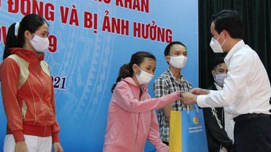 Đà Nẵng: Tặng quà công nhân khó khăn, bị tai nạn lao động