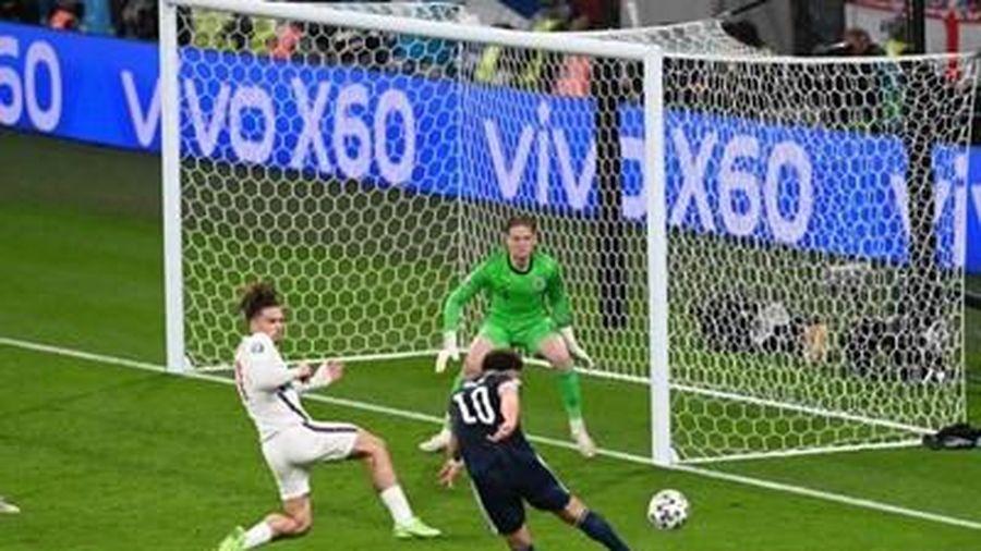 Trận 'derby' Vương quốc Anh: Thừa quyết tâm, thiếu bàn thắng