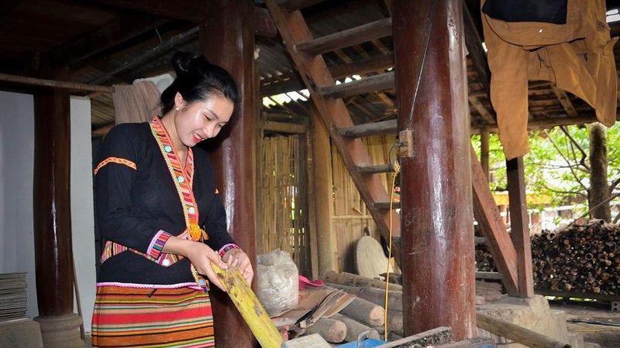 Cô gái Khơ Mú từ đồng ruộng bước vào nghị trường