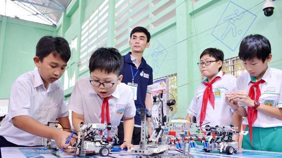 Xây dựng trường học thông minh: Cần gắn với chương trình mới