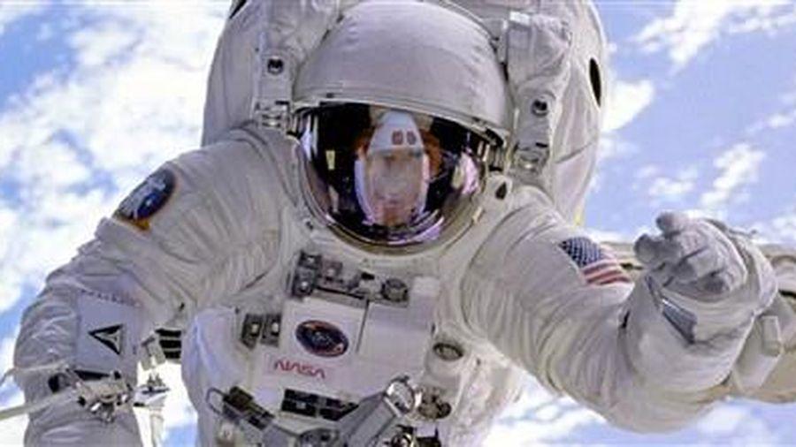 Đi bộ ngoài không gian: Nhiệm vụ khó không tưởng