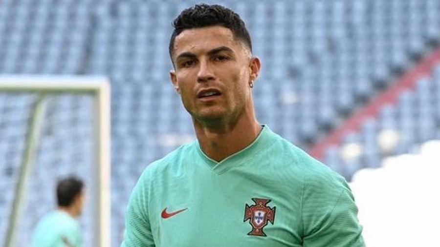 Không chỉ phá kỷ lục trên sân bóng, Cristiano Ronaldo còn vừa phá kỷ lục trên mạng xã hội