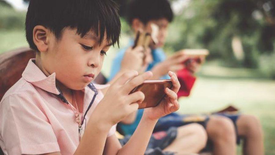 Có nên cấm trẻ sử dụng màn hình hoàn toàn?