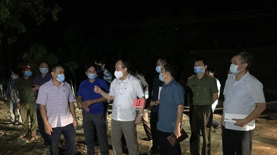 Khẩn trương vào cuộc truy vết, khoanh vùng các trường hợp liên quan đến ca bệnh dương tính với COVID-19 tại xã Vạn Xuân, Thường Xuân