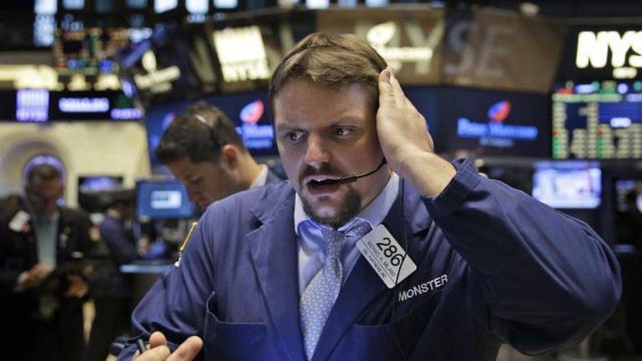 Một quan chức Fed dự báo 'đáng sợ' về lãi suất, chứng khoán thế giới rực lửa