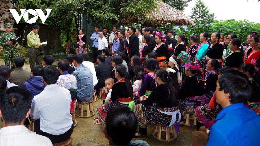 Người dân Lai Châu có cuộc sống khấm khá từ rừng