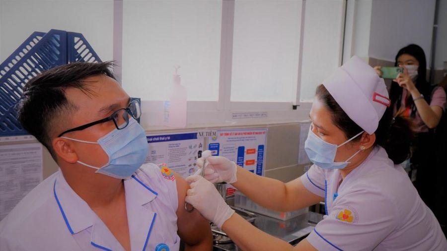 Thành phố Hồ Chí Minh: Hơn 5.000 nhân viên y tế triển khai đợt tiêm vắc xin phòng Covid-19 cho 1 triệu người