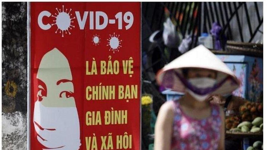 Tranh cổ động tuyên truyền về phòng chống dịch covid-19 của Việt Nam bị cắt gọt, xuyên tạc