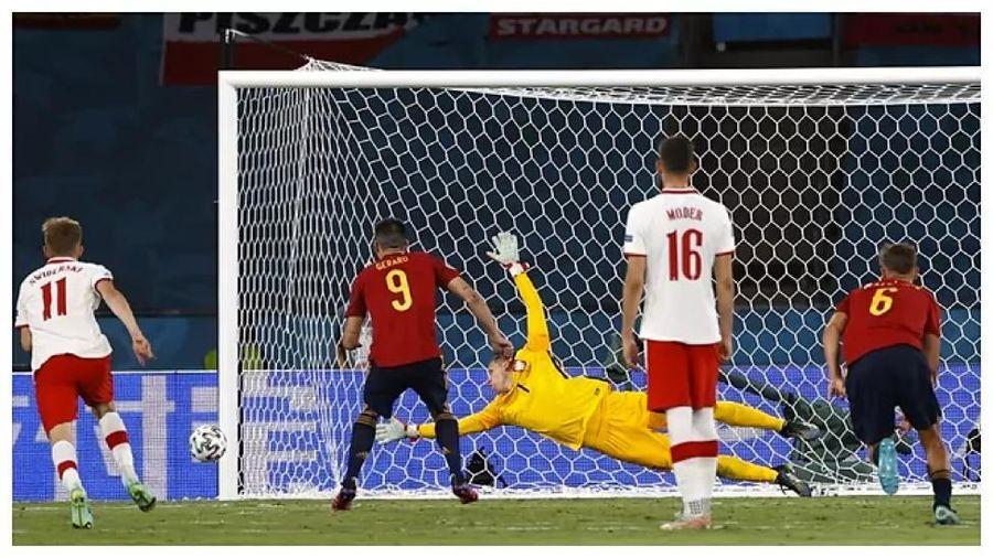 Tây Ban Nha lần đầu tiên bỏ lỡ 4 quả phạt đền liên tiếp