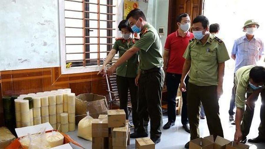 'Tuýt còi' cơ sở kinh doanh chứa gần 1 tấn mỹ phẩm không rõ nguồn gốc ở Quảng Bình