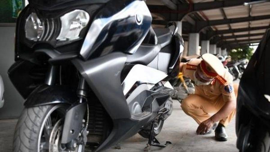 CSGT Hà Nội nhận được 'đề nghị, xin xỏ' sau khi phát hiện 2 xe mô tô 'lậu' giá trị lớn