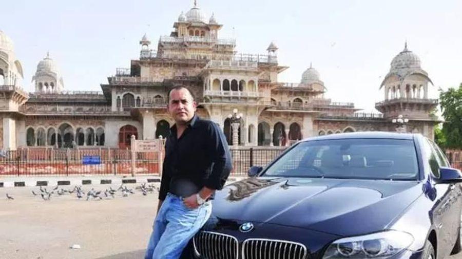 Người vá lốp xe đổi đời, sắm ô tô sang, biển VIP