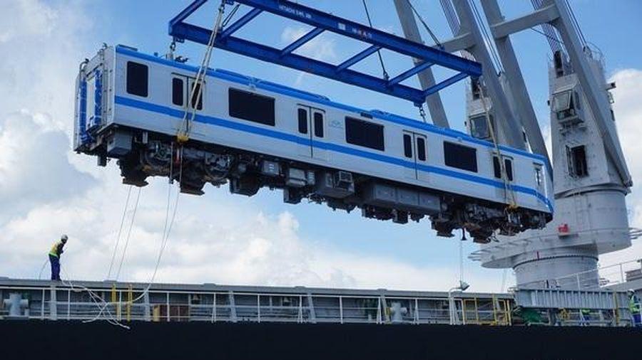 Thêm hai đoàn tàu metro Bến Thành- Suối Tiên tiếp tục cập cảng ở TP.HCM