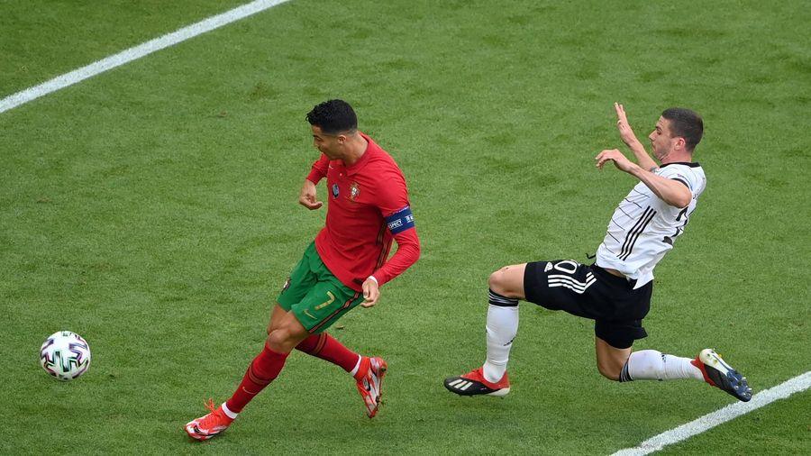 Cú bứt tốc kinh hồn giúp Cristiano Ronaldo sút tung lưới đội tuyển Đức