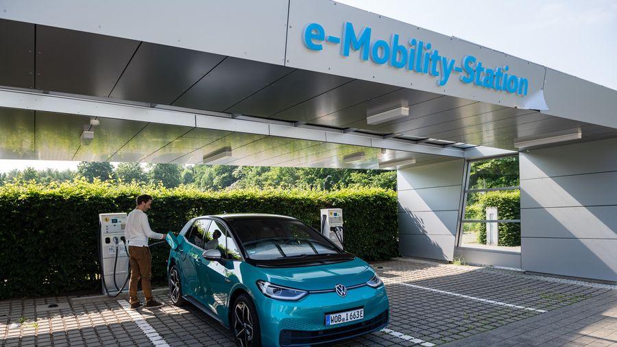 Châu Âu xây dựng các siêu nhà máy sản xuất pin cho ôtô điện