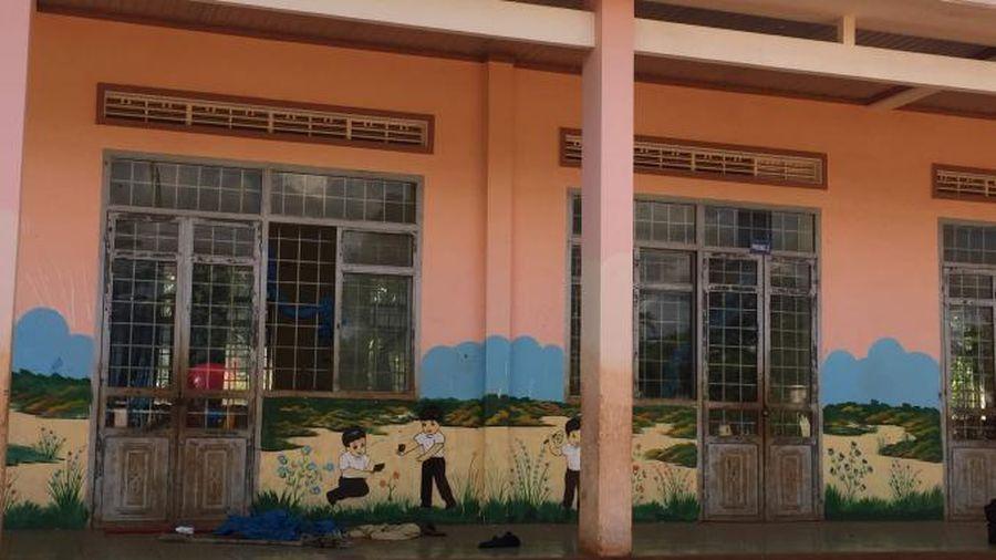 Bàng hoàng phát hiện bé gái tử vong trong trường học