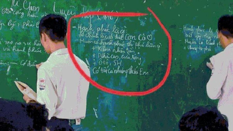 Được gọi lên bảng nêu định nghĩa 'hạnh phúc là gì', nam sinh trả lời khiến giáo viên 'đứng hình'