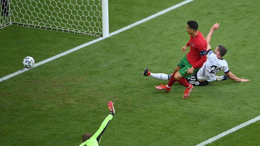 Ronaldo được ví với siêu xe Ferrari