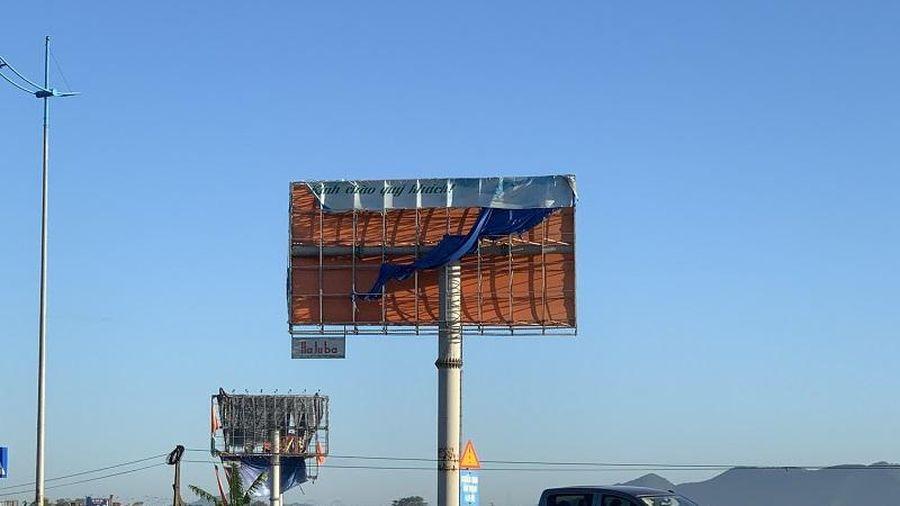 Nhếch nhác biển quảng cáo ngoài trời